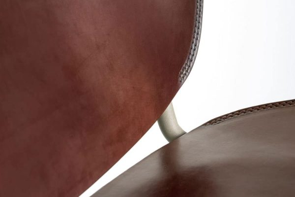 Miller Chair door Serener donker bruin wit frame functionals