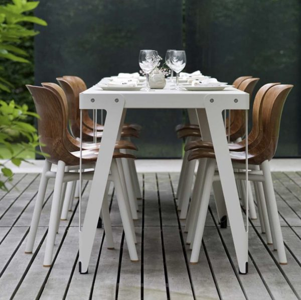 Lloyd Outdoor Table functionals