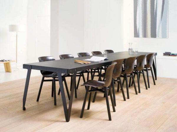 Loyd tafel zwart met Wendela Functionals stoel donker zwart