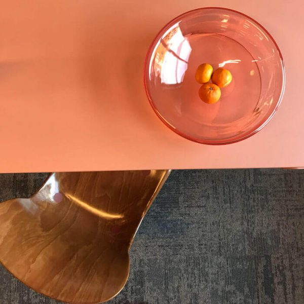 Functionals bowl met Loyd table and Wendela stoel
