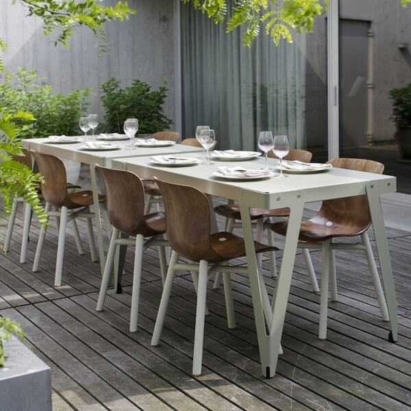 Loyd tafel parallel met Wendela Functionals stoel naturel wit